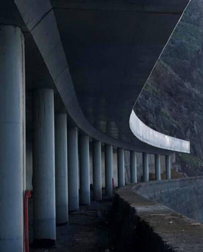 Tunnel routier à ciel ouvert à Ribeira Brava